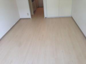 賃貸マンションの古くなった床に貼りました